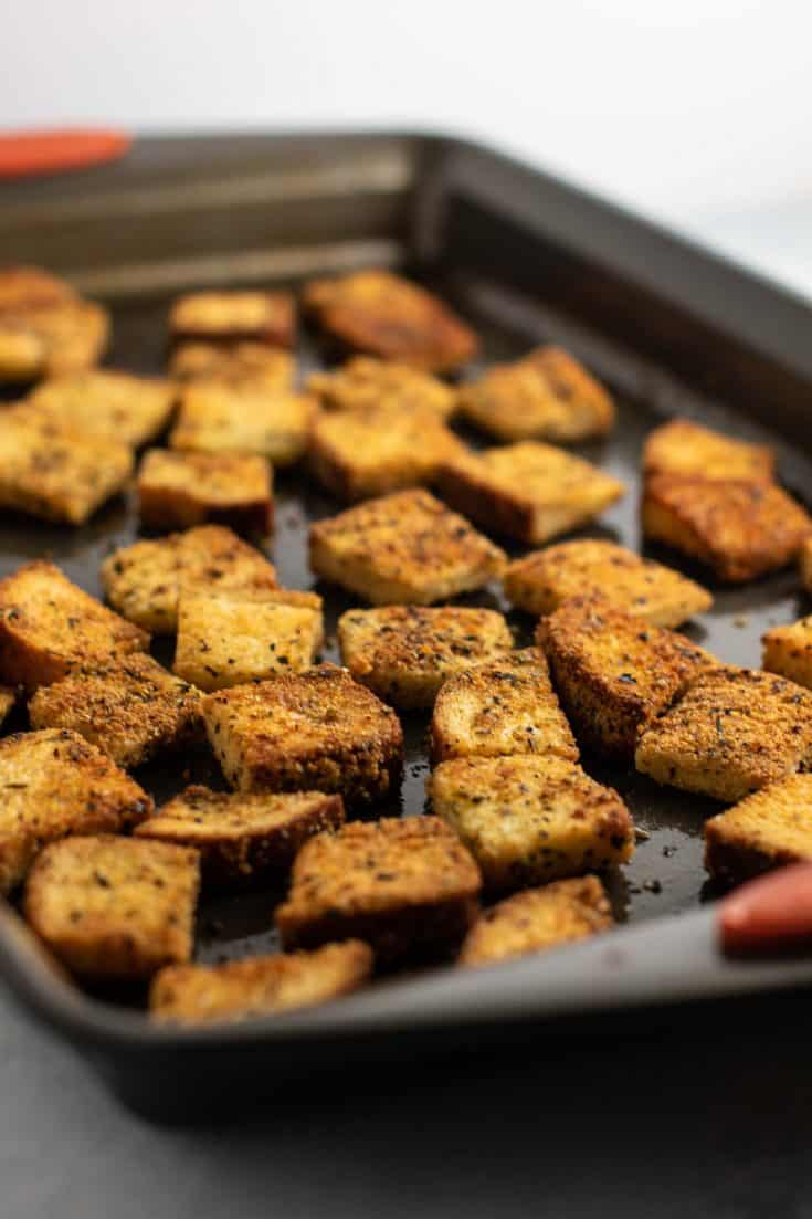 Easy and delicious homemade croutons. So simple and taste amazing! #croutons #homemade #salad
