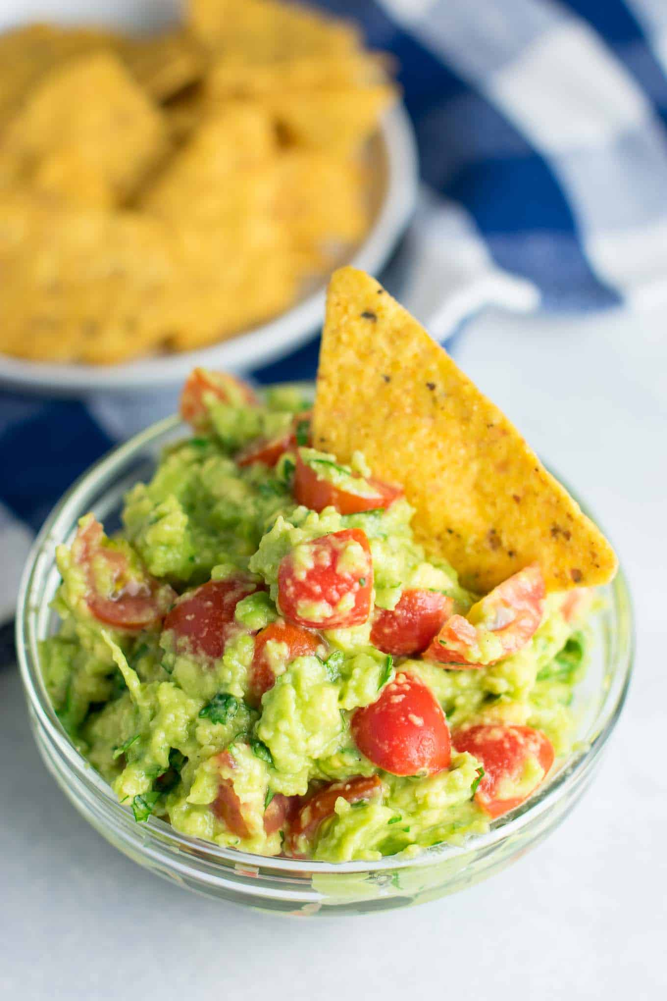 Healthy guacamole recipe with cherry tomatoes. #vegan #guacamole #bestguacamole #appetizers #gamedayfood