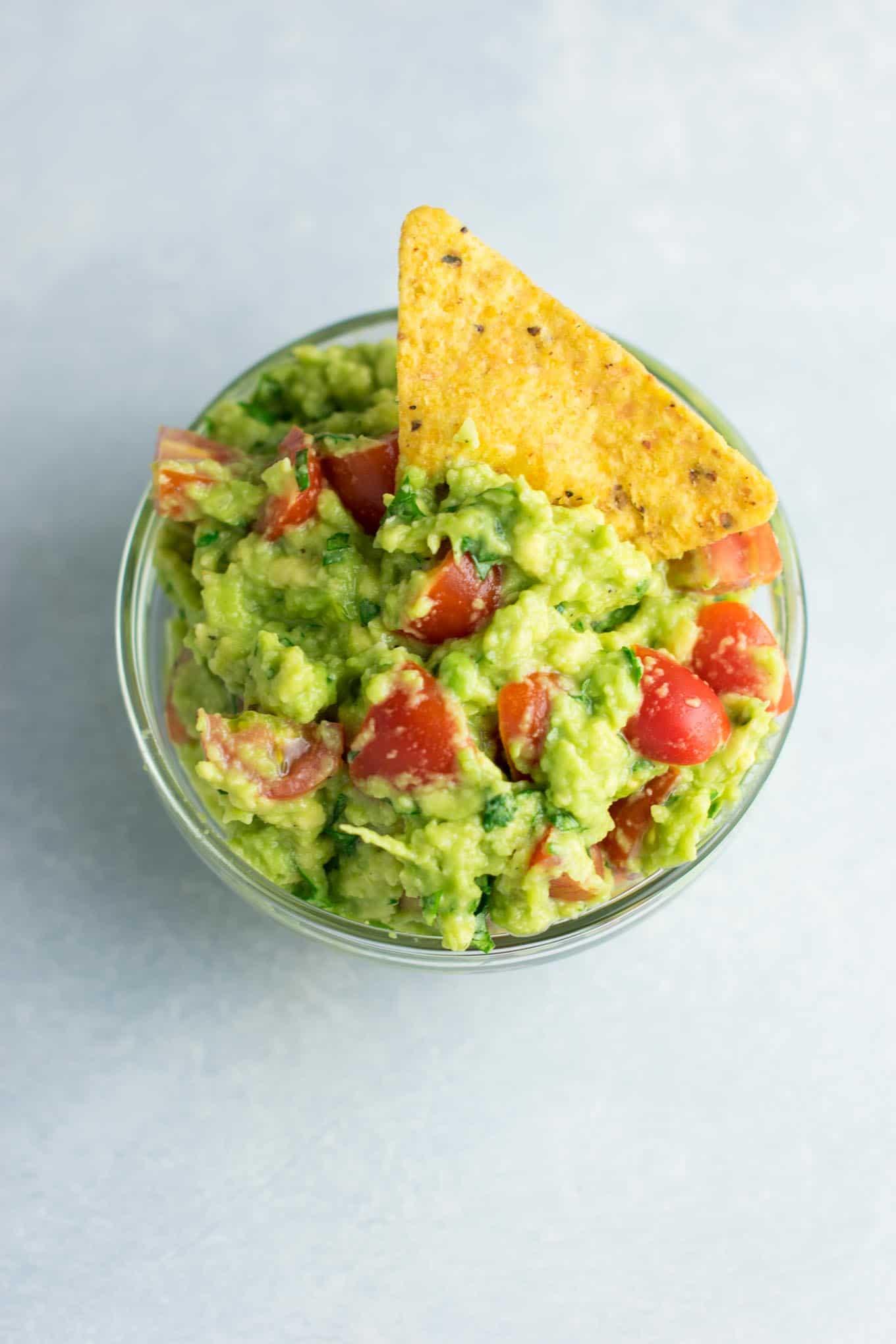 Easy guacamole recipe. #vegan #guacamole #bestguacamole #appetizers #gamedayfood