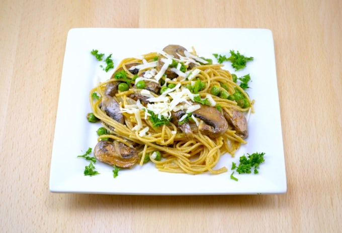 garlic-butter-spaghetti-with-roasted-mushrooms-and-peas