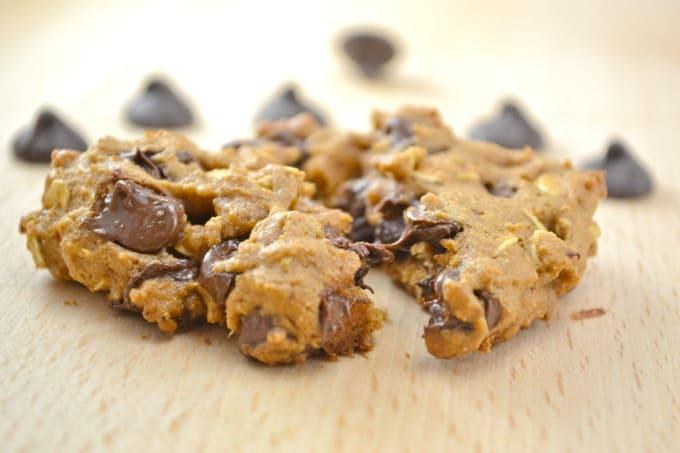 whole-wheat-oatmeal-chocolate-chip-cookies-15