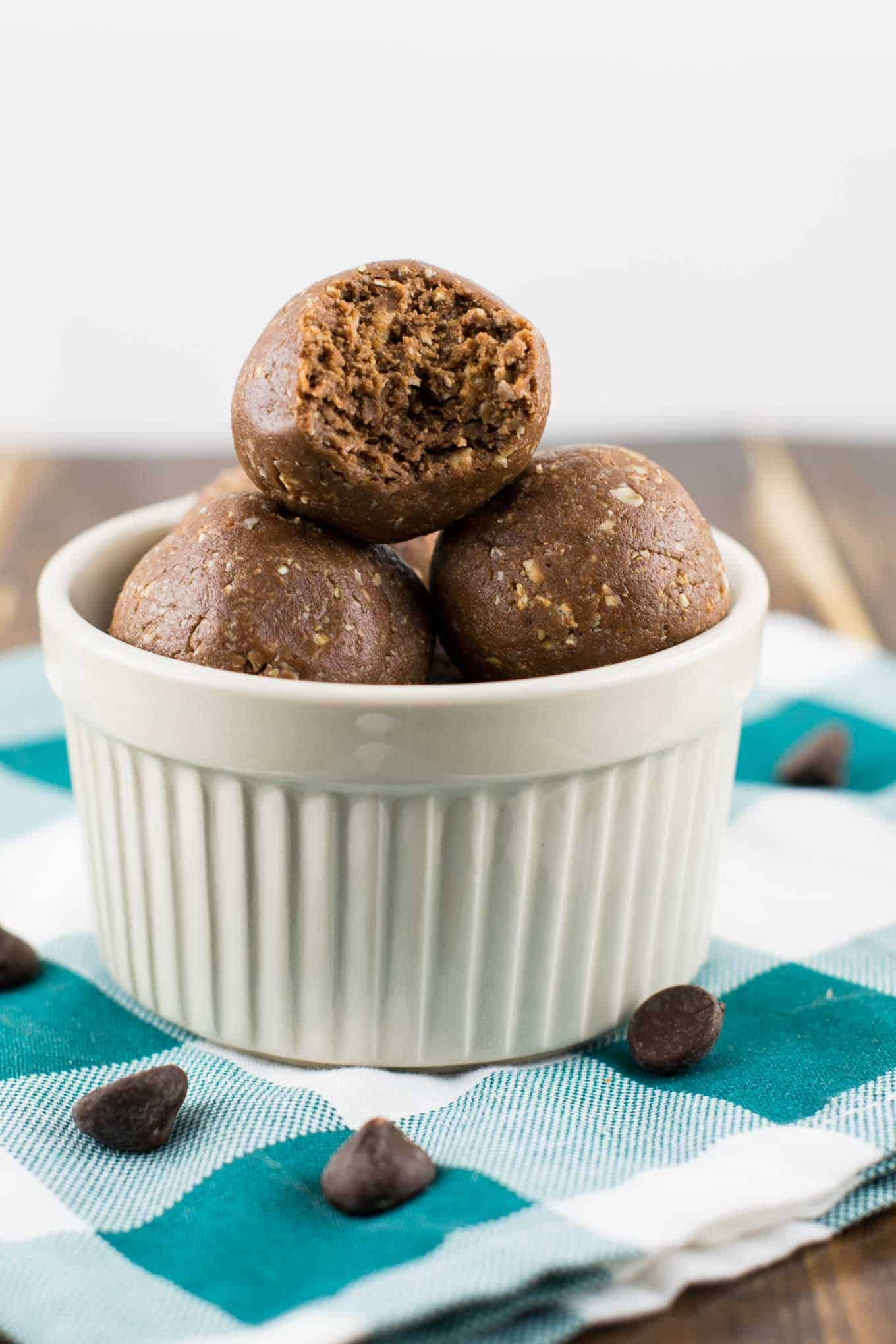 chocolate peanutbutter protein balls