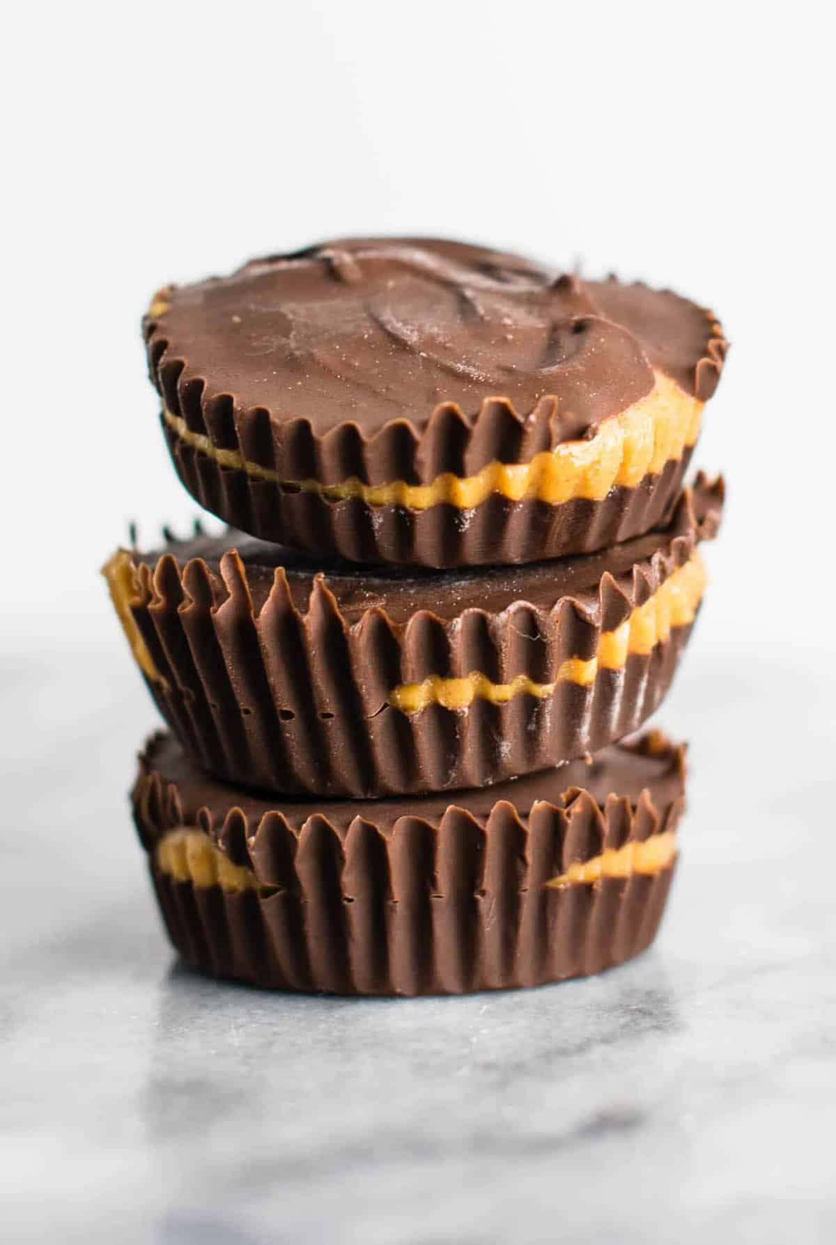 Vegan chocolate peanut butter cups – better than Reese's! #healthy #vegan #chocolatepeanutbuttercups #dessert