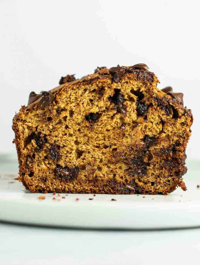 The BEST whole wheat chocolate chip banana bread – full of wholesome ingredients and NO OIL or dairy! Everyone loves it when I bake this! #wholewheat #bananabreaad