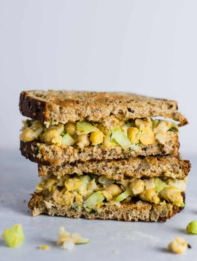The BEST Smashed chickpea salad sandwich recipe. Minimal ingredients and so much flavor! I love this for easy lunches! #chickpeasaladsandwich #chickpea #vegan #mealprep