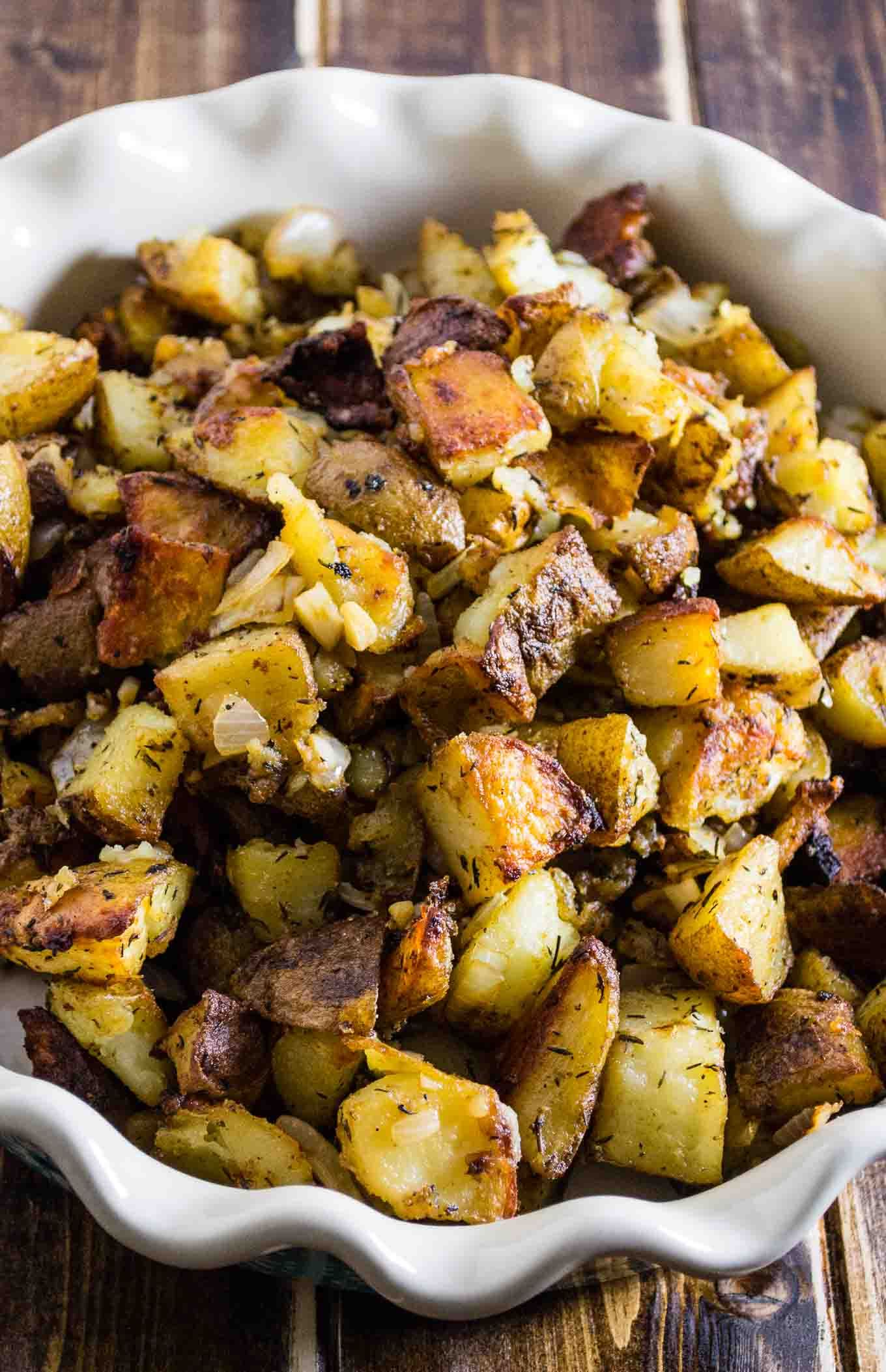 Famous crispy potato casserole – I always take this to family events and everyone LOVES it! Seriously the best of vegan potato recipes. #potatocasserole #vegan #veganpotatorecipe #veganpotatocasserole #dinner #dinnerrecipe #sidedish
