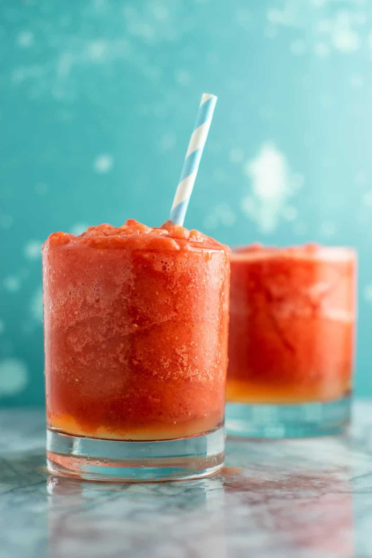 Frozen watermelon lime cooler – healthy and refreshing summer drink! Made with just fresh lime, frozen watermelon, coconut water, and pure maple syurp. #frozenwatermelon #watermelondrink #summerdrink #healthy #coconutwater #lime #watermelonlime