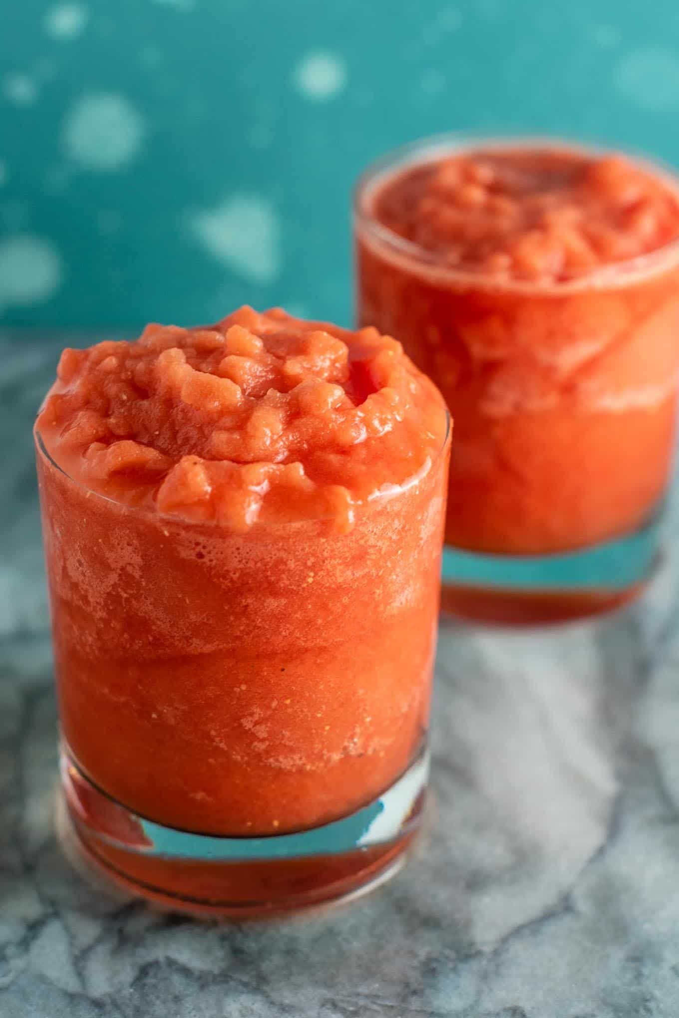Frozen watermelon drink – healthy and refreshing summer drink! Made with just fresh lime, frozen watermelon, coconut water, and pure maple syurp. #frozenwatermelon #watermelondrink #summerdrink #healthy #coconutwater #lime #watermelonlime