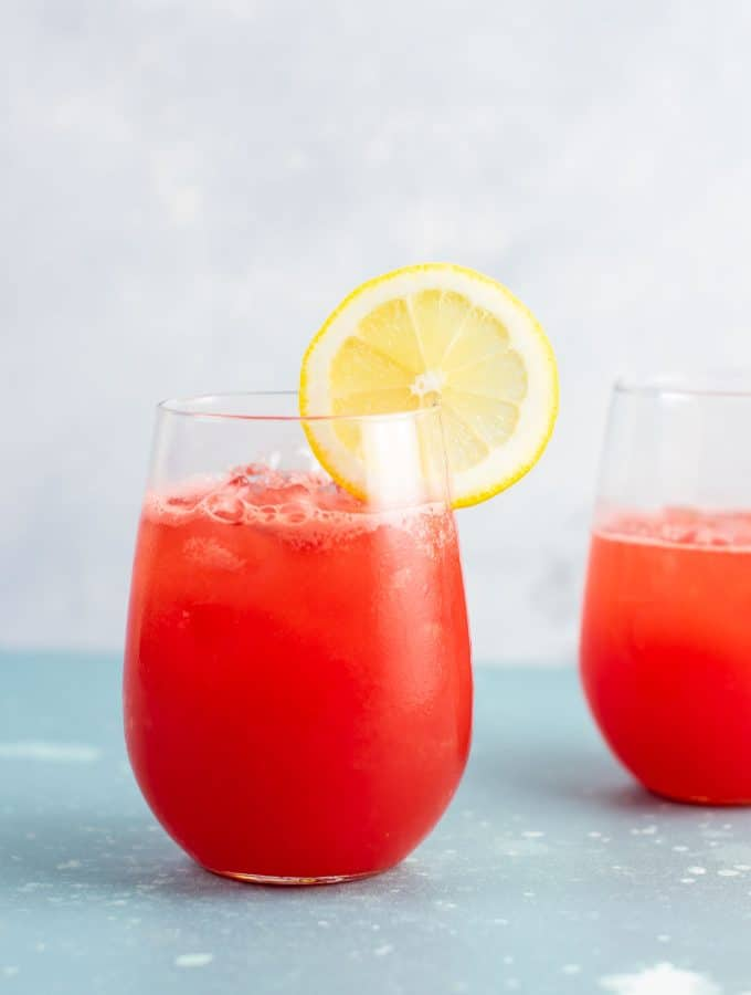 Sparkling watermelon lemonade recipe (naturally sweetened) refreshing summer drink! #watermelon #lemonade #watermelonlemonade #healthydrink #summerdrink #easyrecipe #watermelondrink