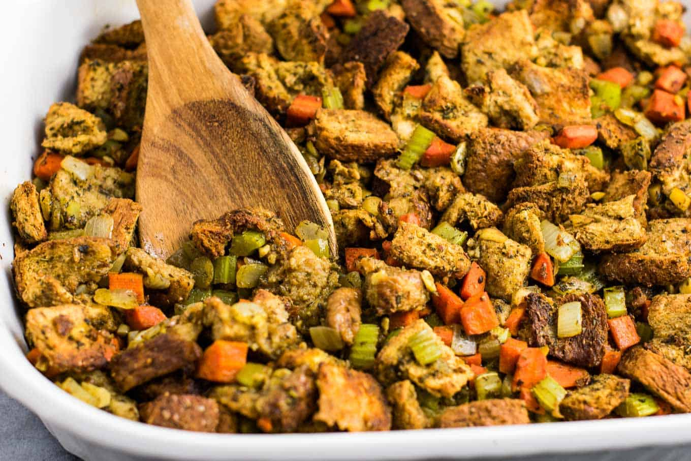 Vegan Stuffing for Thanksgiving - #vegan #stuffing #thanksgiving #veganrecipe #vegetarian #thanksgivingstuffing #glutenfree