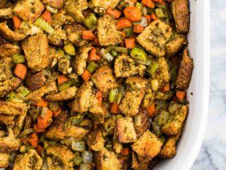 Vegan Stuffing for Thanksgiving - #vegan #stuffing #thanksgiving #veganrecipe #vegetarian #thanksgivingstuffing #glutenfree