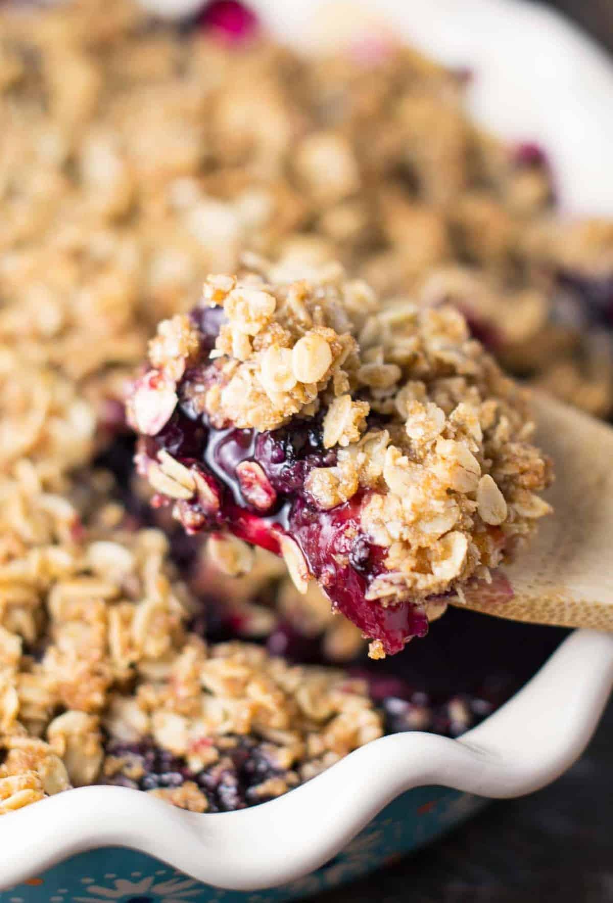 gluten free vegan blueberry peach crisp recipe via @buildyourbite