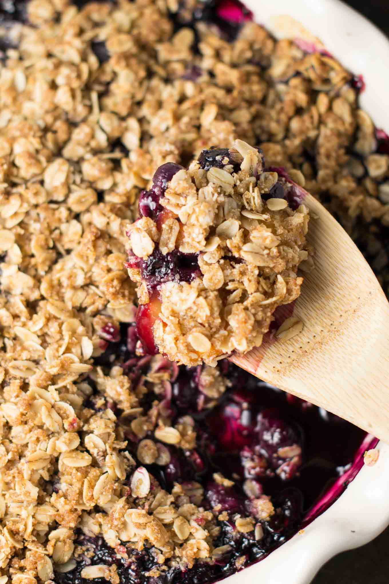 gluten free vegan blueberry peach crisp recipe via @buildyourbite