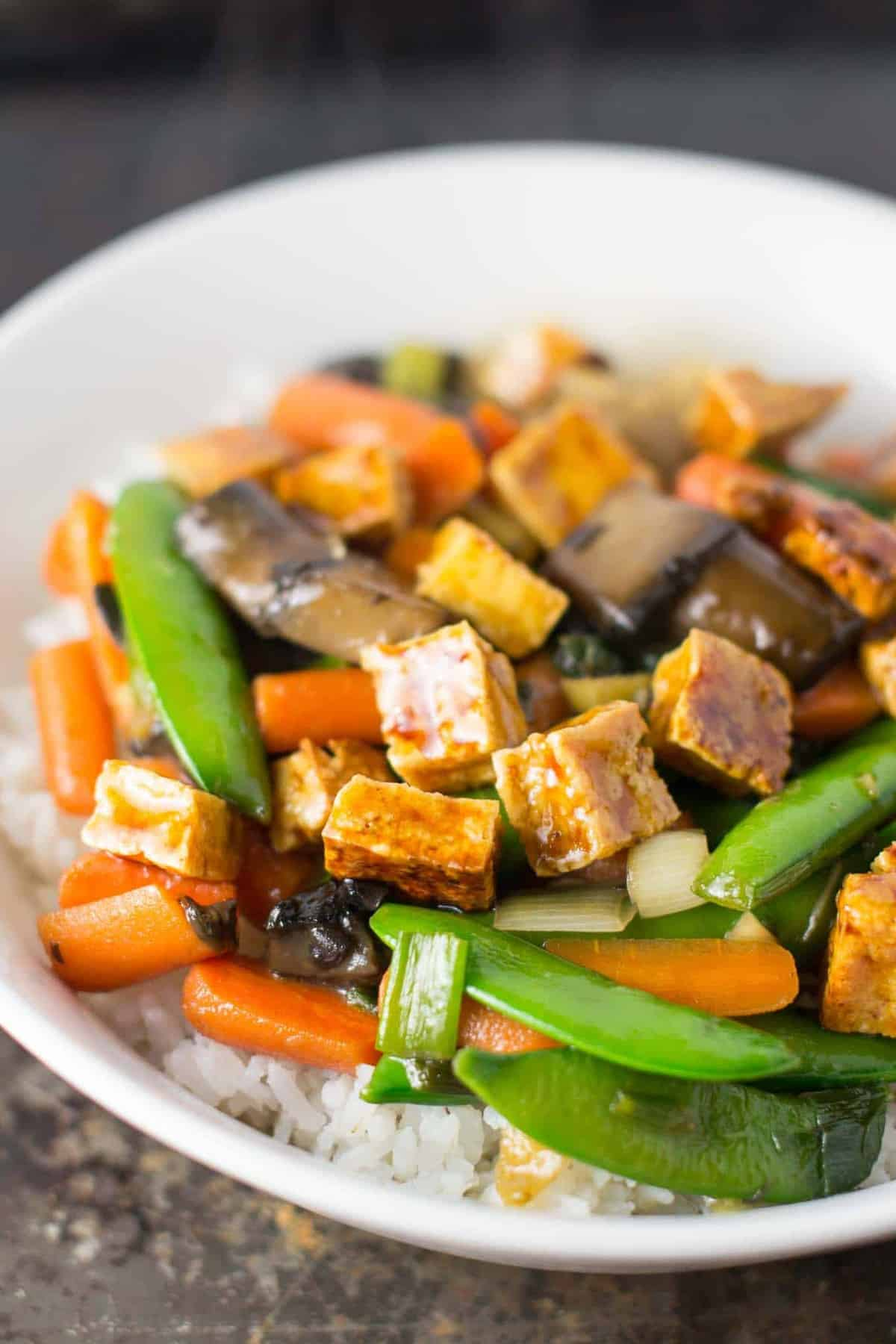 the best stir fry you'll ever eat. Honey ginger tofu stir fry with hmoemade sesame honey garlic sauce. recipe via @buildyourbite