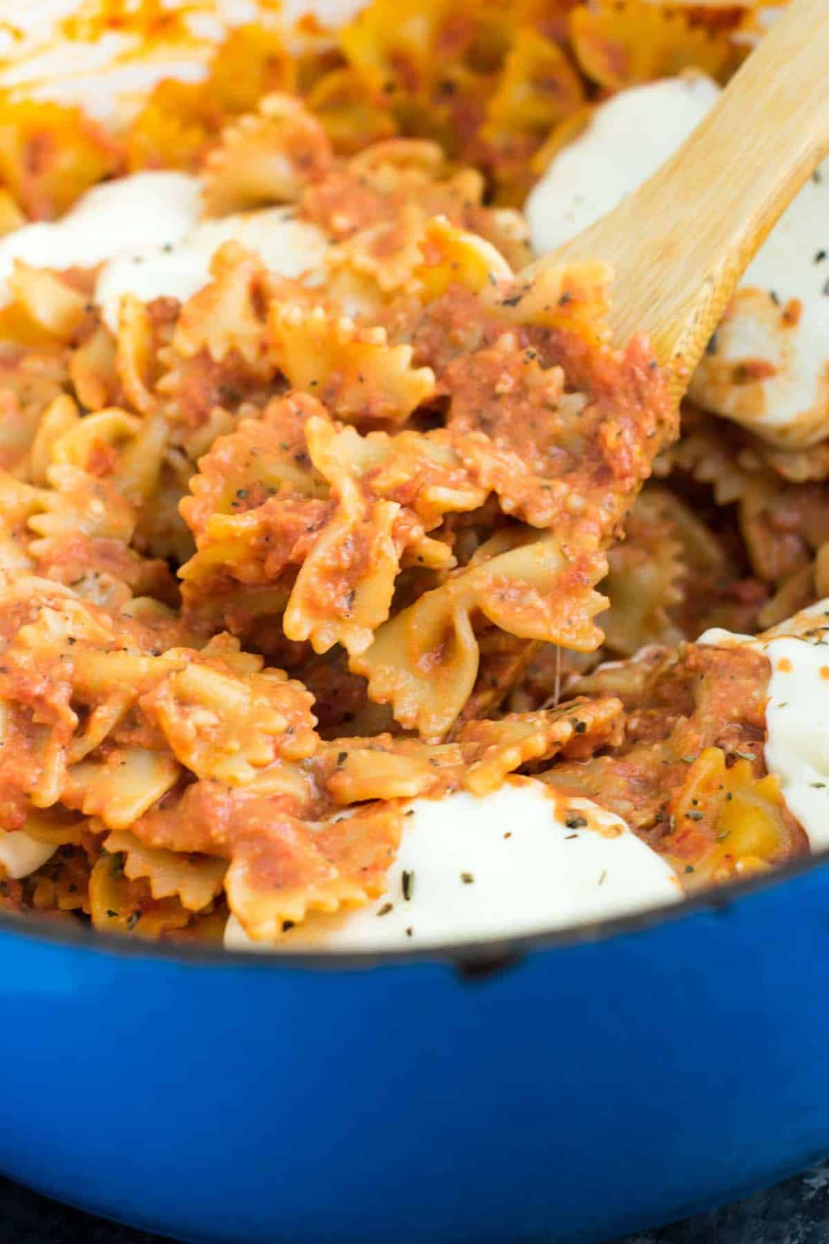 One Pot Tomato Mozzarella Bow Tie Pasta - vegetarian - 20 ...