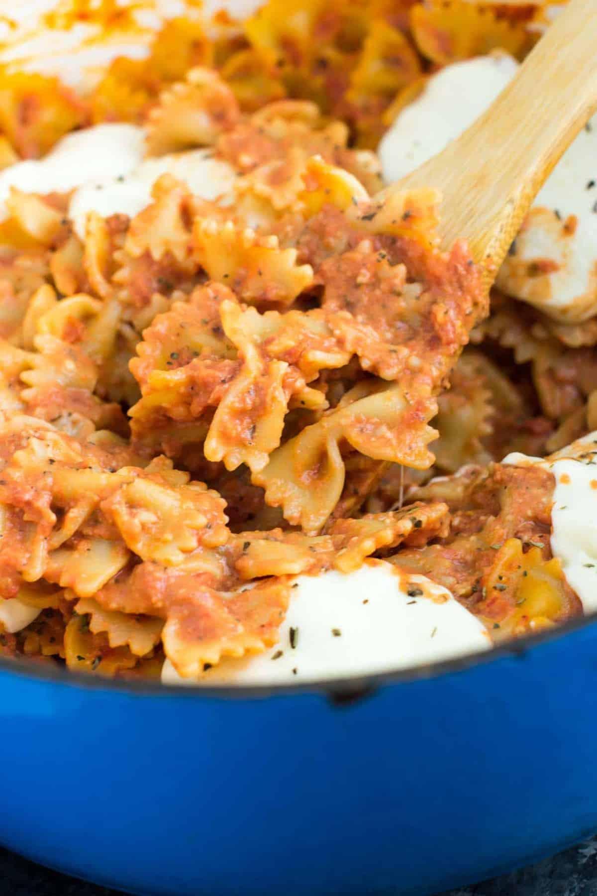20 Minute One Pot Tomato Mozzarella Bow Tie Pasta – recipe via @buildyourbite