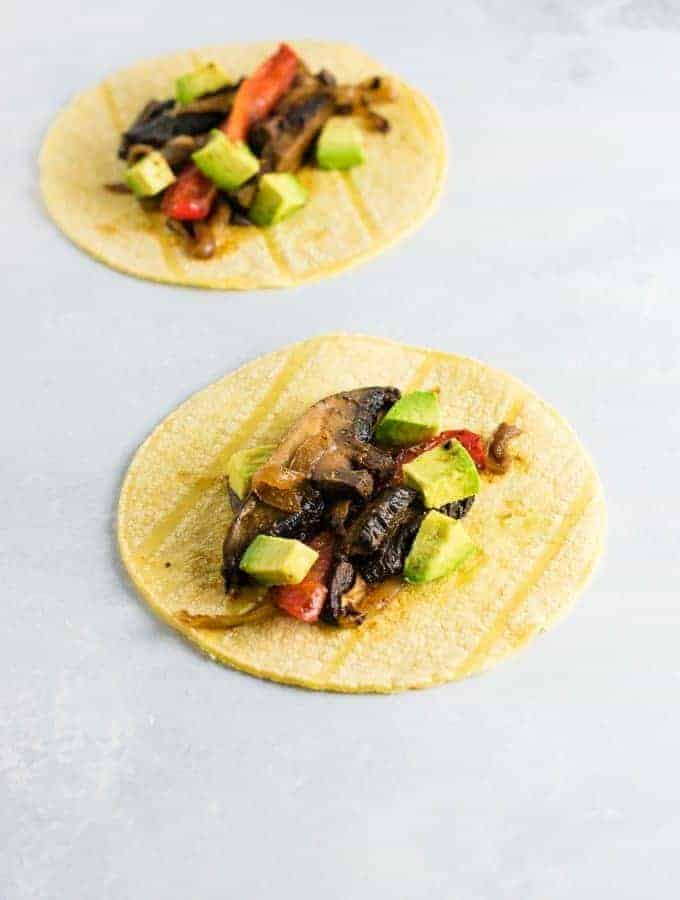 Easy 30 minute vegan Portobello fajitas made with meaty Portobello slices and roasted bell pepper and onion. A healthy and delicious dinner ready in just half an hour! #vegan #portobello #portobellofajitas #glutenfree #dinner #glutenfreevegan #veganfajitas