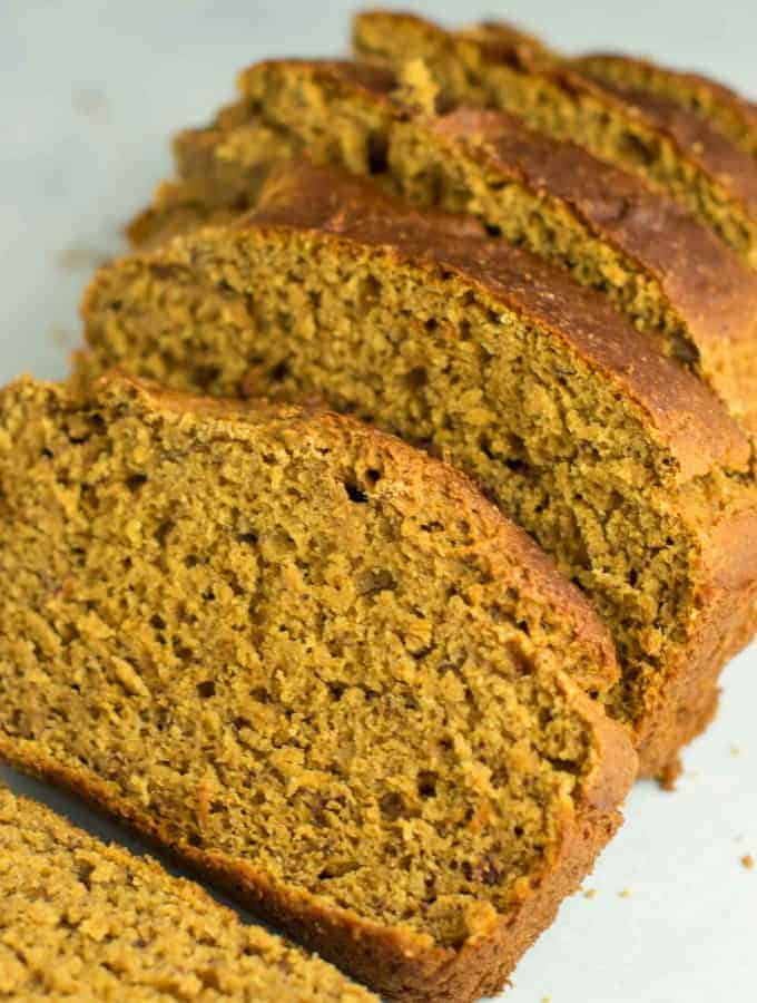 This healthy pumpkin banana bread recipe is made with greek yogurt. A delicious pumpkin dessert or breakfast made without any oil or butter and naturally sweetened! #pumpkinbananabread #healthypumpkinrecipes #greekyogurt #pumpkin
