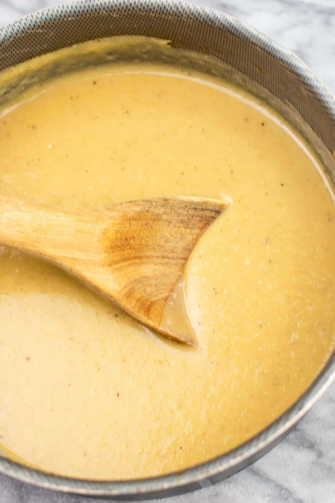 How to make vegetarian gravy - this is the BEST gravy I have ever had, with or without meat! Seriously incredible and everyone will be wanting some at Thanksgiving! #gravy #vegetarian #mushroomgravy #vegan #vegetarianthanksgiving
