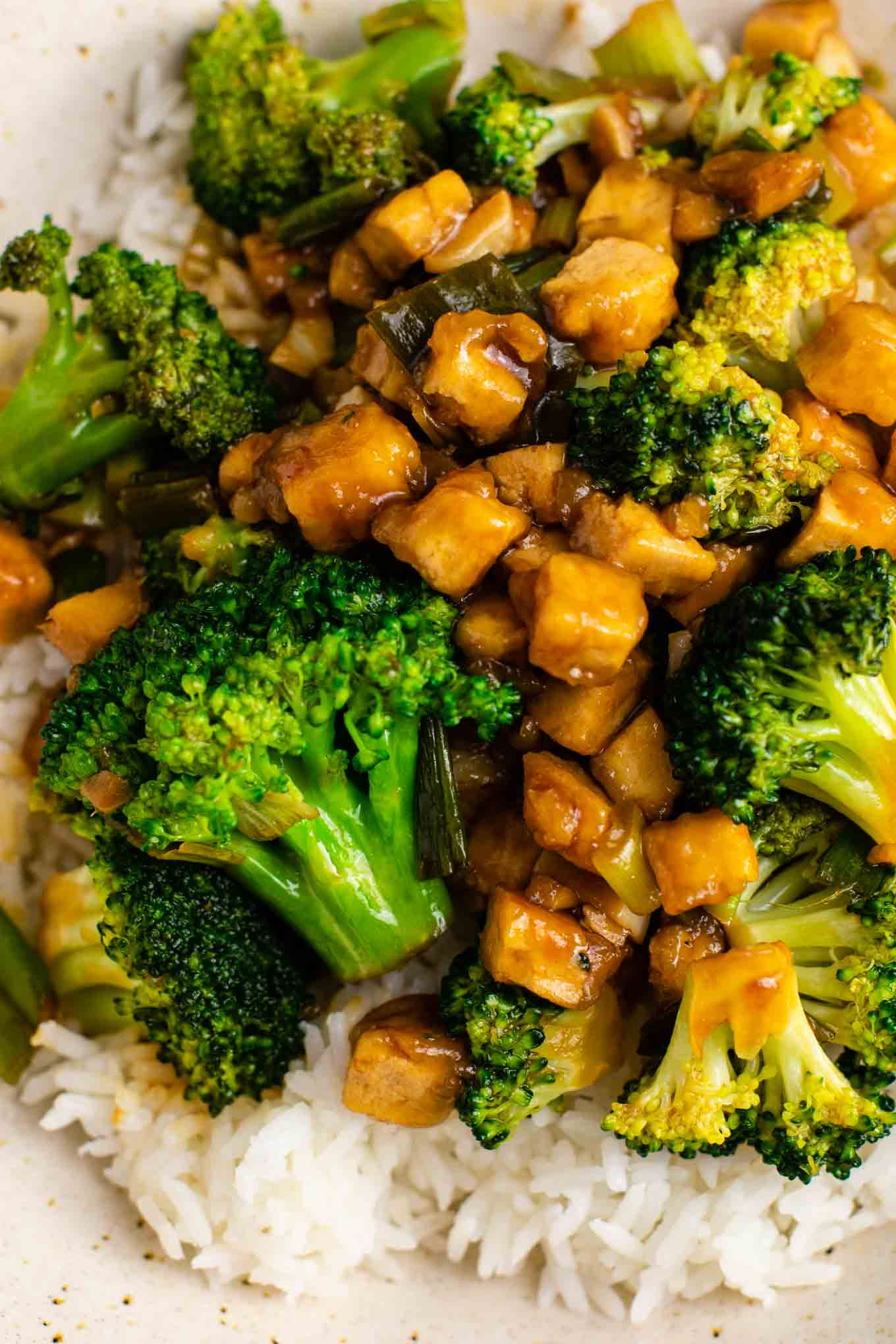 tofu stir fry – so easy and tastes amazing! #broccoli #tofu #stirfry #stirfrysauce #vegan #dinner #dinnerrecipe #stirfryrecipe #tofubroccoli #garlictofu