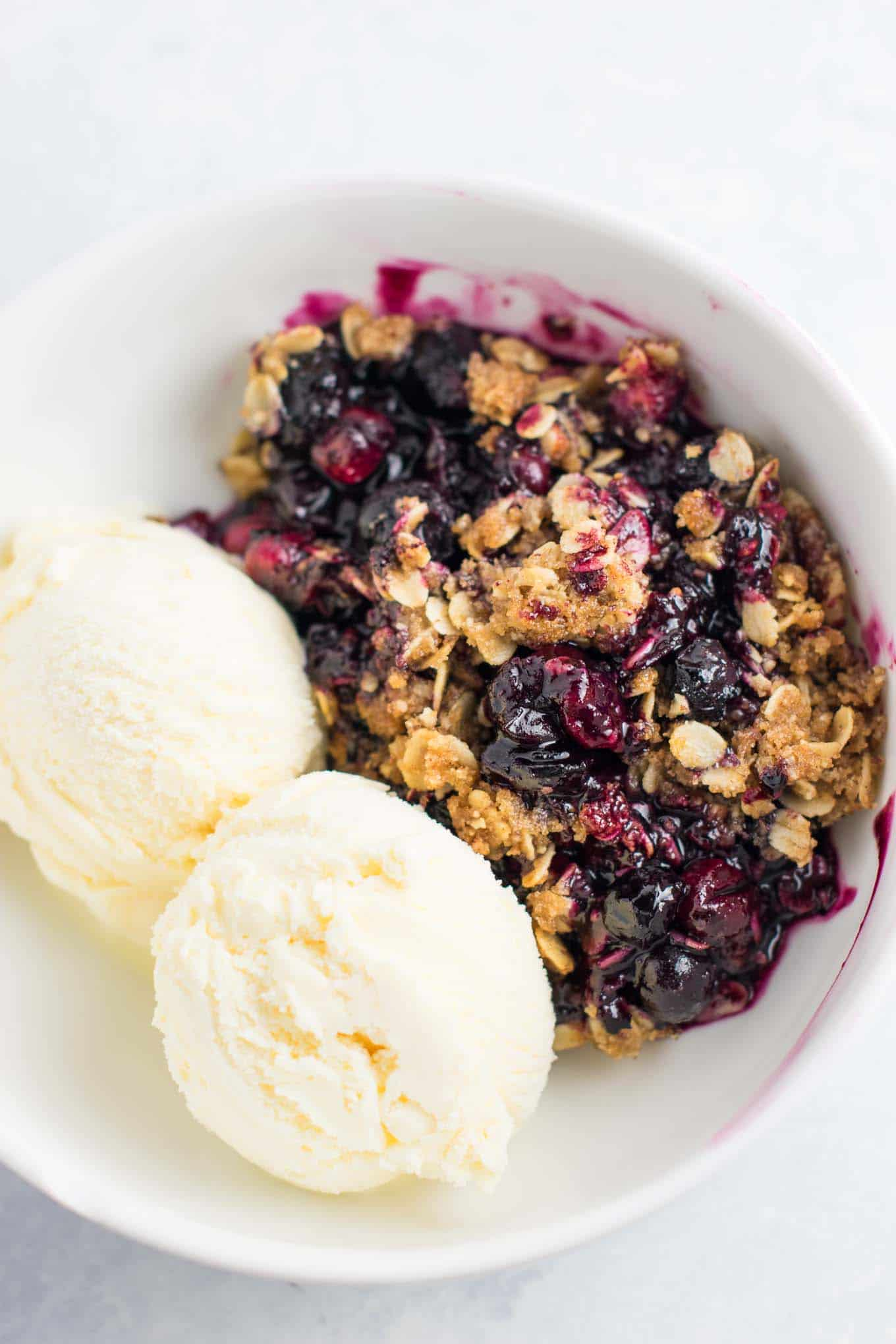 This Cranberry Blueberry Crisp recipe is packed full of flavor and ready for the oven in less than 15 minutes! Gluten free and vegan. #cranberryblueberrycrisp #cranberry #dessert #vegan #glutenfree