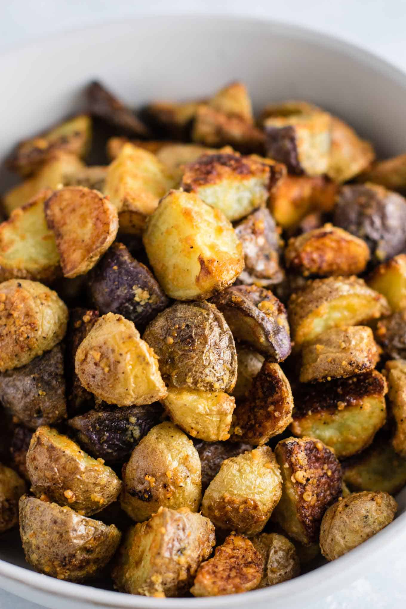 Simple Breakfast Recipes: Easy Roasted Garlic Potatoes