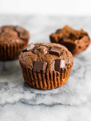 healthy muffin recipes - Greek Yogurt Chocolate Banana Muffins – healthy and so good! Who doesn't want chocolate for breakfast?! #healthychocolatemuffins #breakfast #greekyogurt #chocolatebananamuffins #greekyogurtmuffins