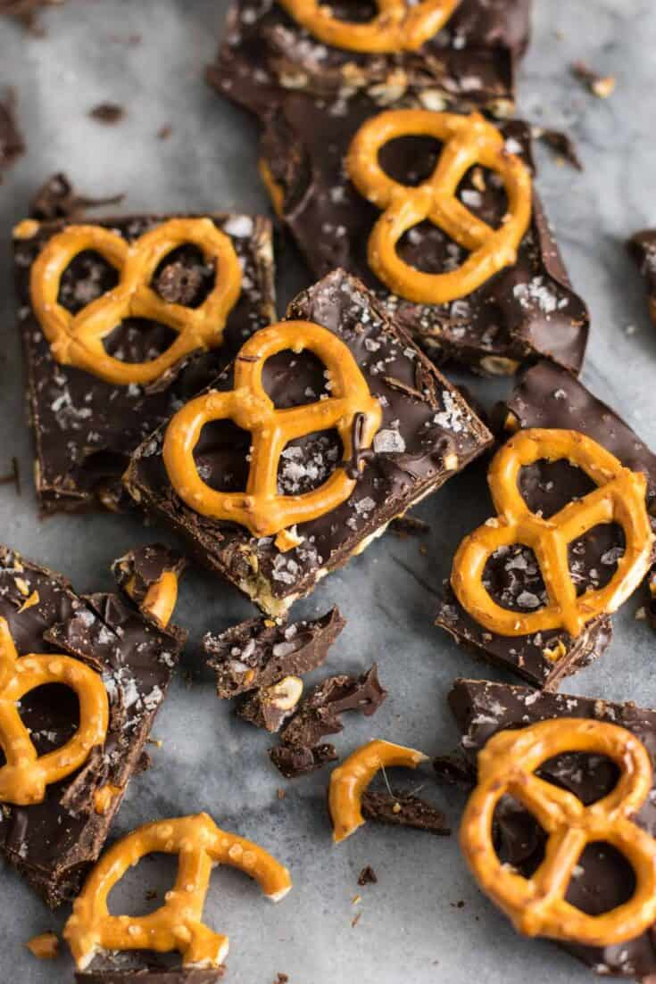 Vegan Chocolate Sea Salt Pretzel Bark Recipe (gluten free.) An indulgent healthy dessert that is so addicting! #vegan #veganpretzelbark #dessert #chocolate #healthy #vegandessert