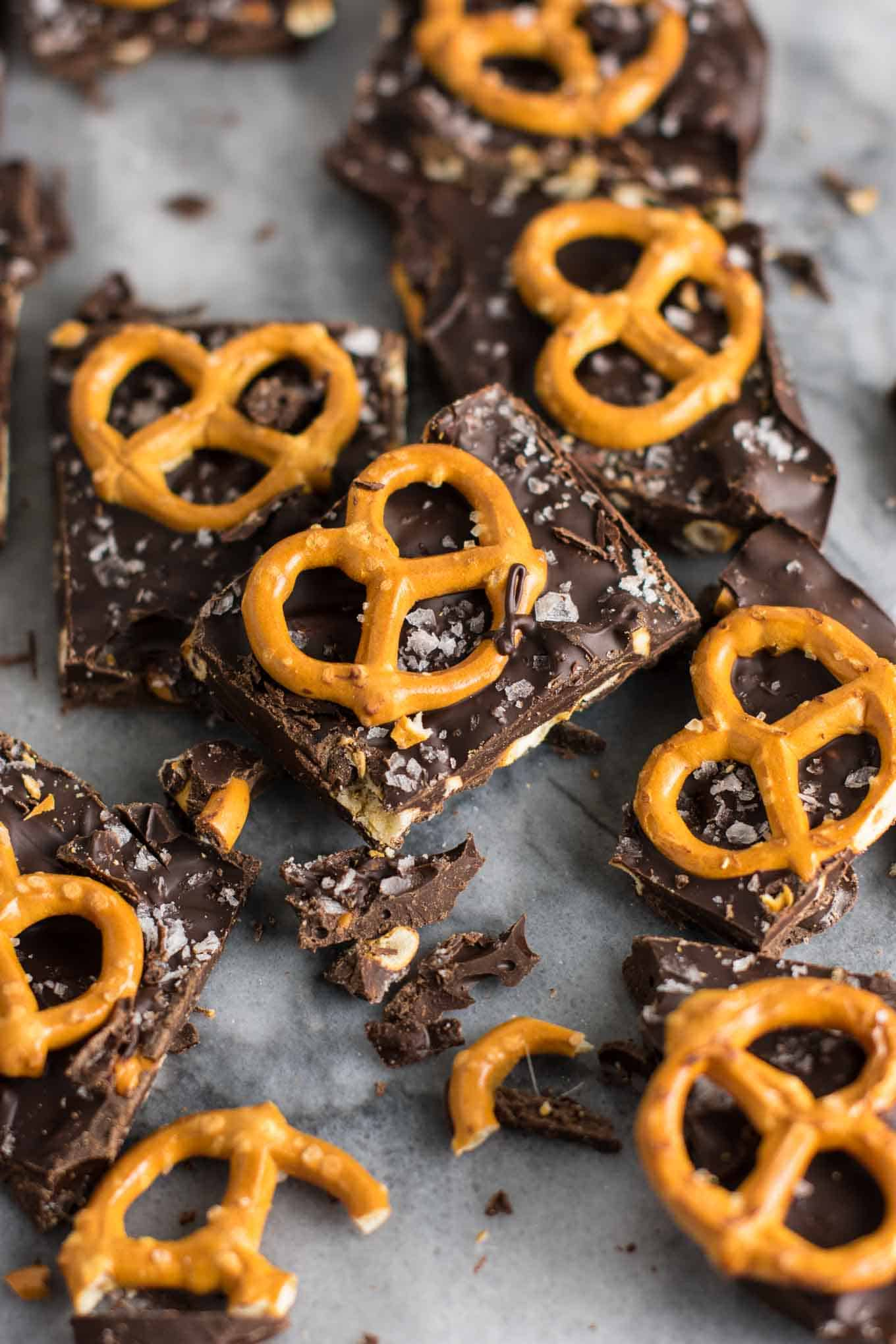 Vegan Chocolate Sea Salt Pretzel Bark Recipe (gluten free.) An indulgent healthy dessert that is so addicting! #vegan #veganpretzelbark #dessert #chocolate #healthy #vegandessert