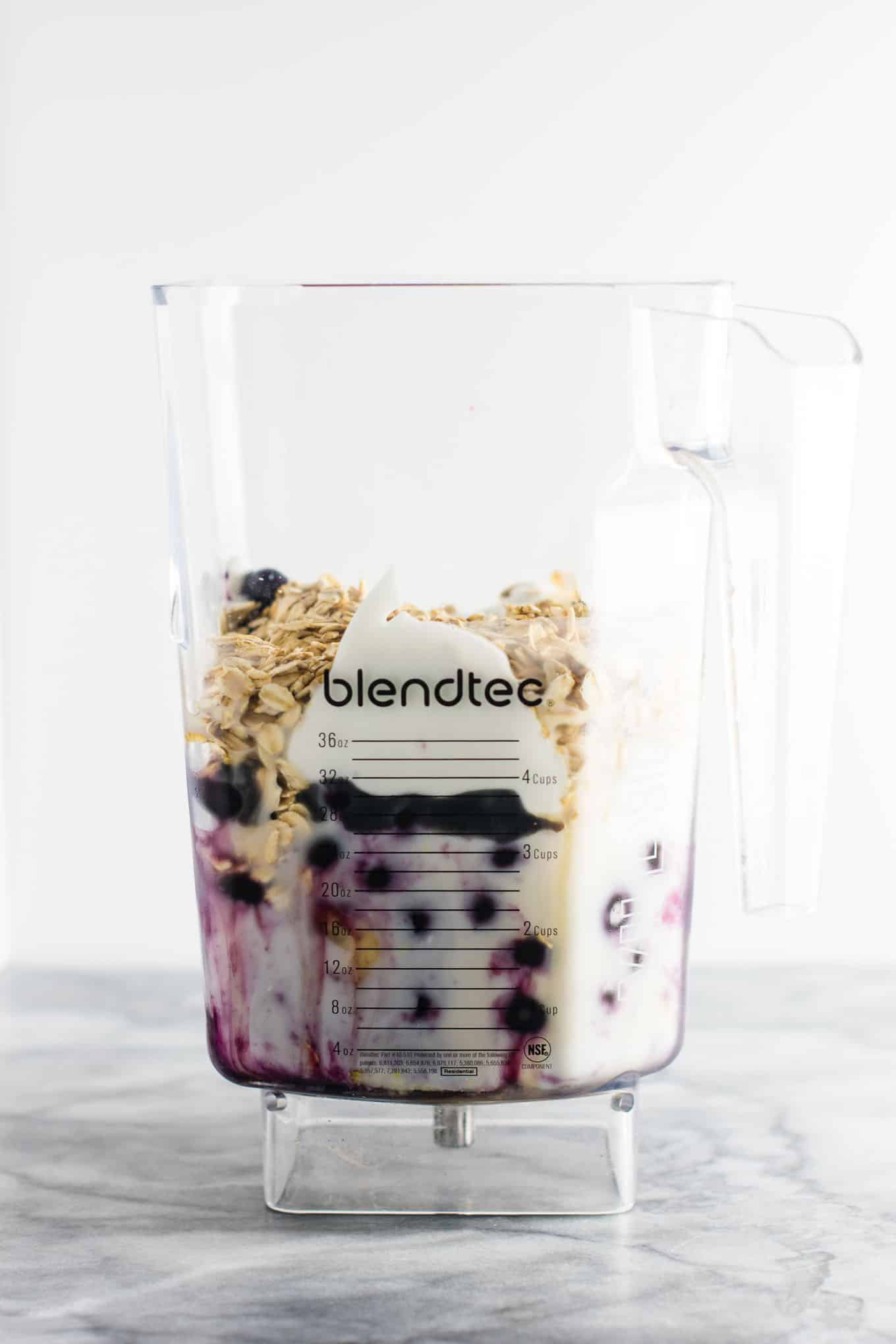Healthy blueberry pie smoothie recipe with greek yogurt and rolled oats. A breakfast or dessert full of juicy blueberry flavor! #healthy #blueberrysmoothie #blueberrypiesmoothie #vegetarian #greekyogurt #lemonzest #glutenfree
