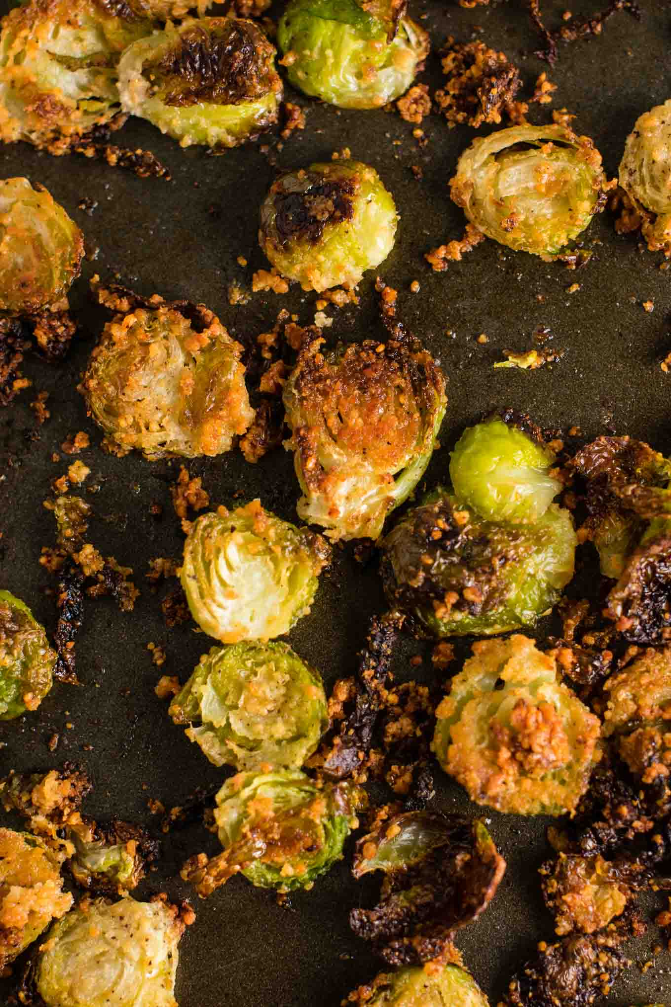 roasted brussel sprouts these are so good I could eat the whole pan myself! #brusselsprouts #brusselsproutchips #dinner #sidedish #vegetarian