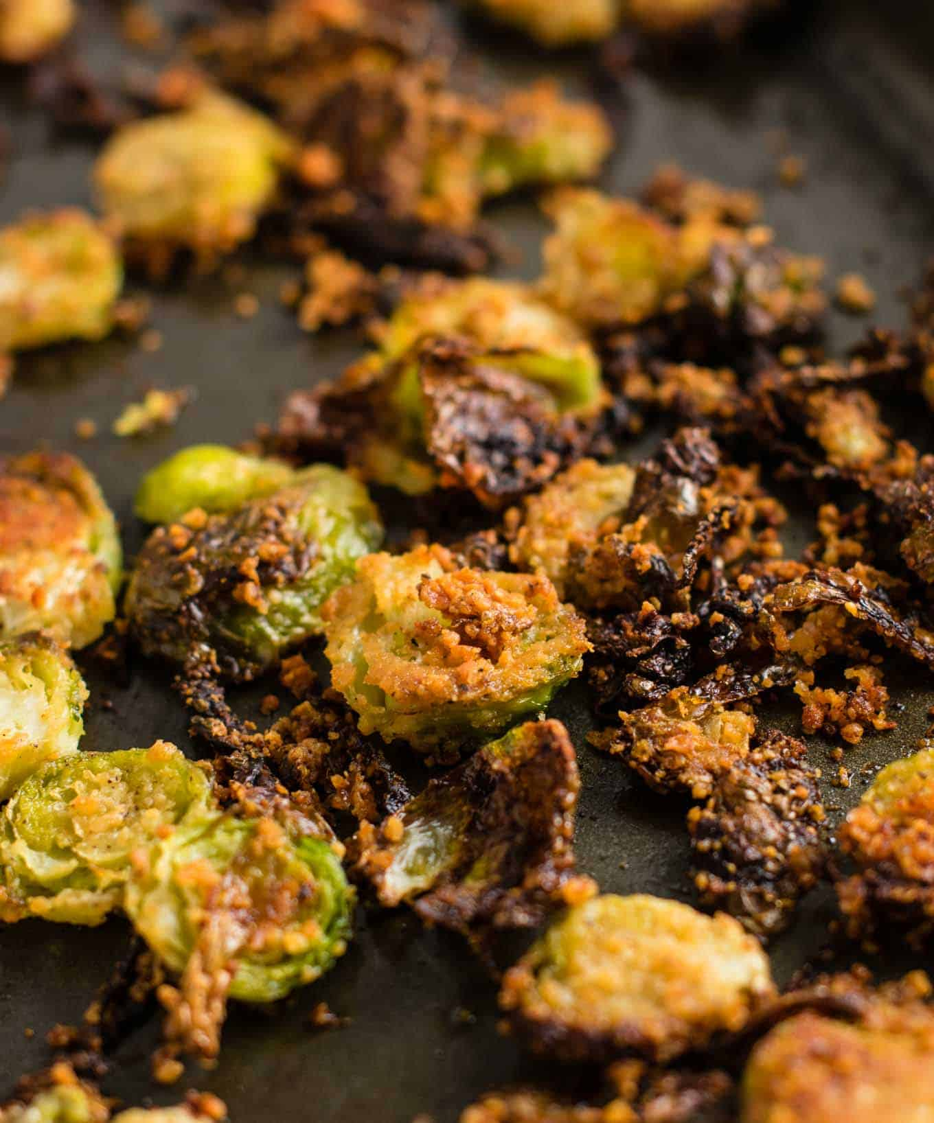 brussels sprouts chips Roasted Brussel sprout chips - these are so good I could eat the whole pan myself! #brusselsprouts #brusselsproutchips #dinner #sidedish #vegetarian