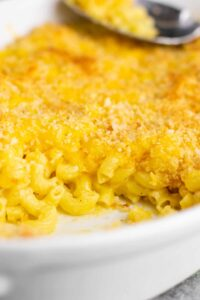 Homemade baked macaroni and cheese recipe. Classic baked comfort food that the whole family will love! #macaroniandcheese #bakedmacaroniandcheese #comfortfood #sidedish #macandcheese #soulfood