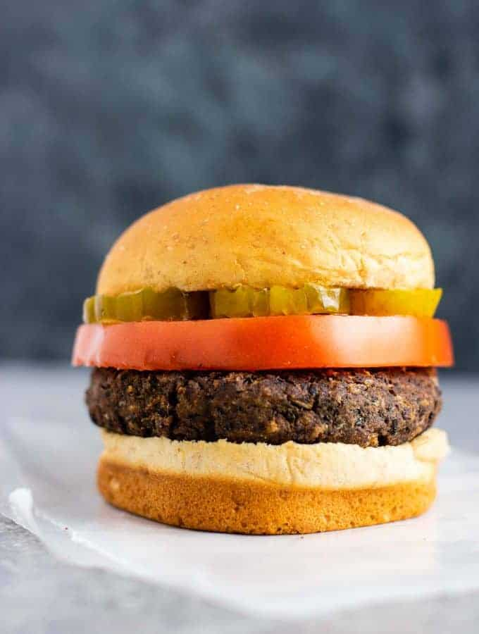 The BEST black bean burger recipe – not mushy and have so much flavor! Perfect meatless burger! #blackbeanburger #vegetarian #meatless #beanburger #veggieburger #vegetarianburger #blackbeanburgers #beanburgerrecipe
