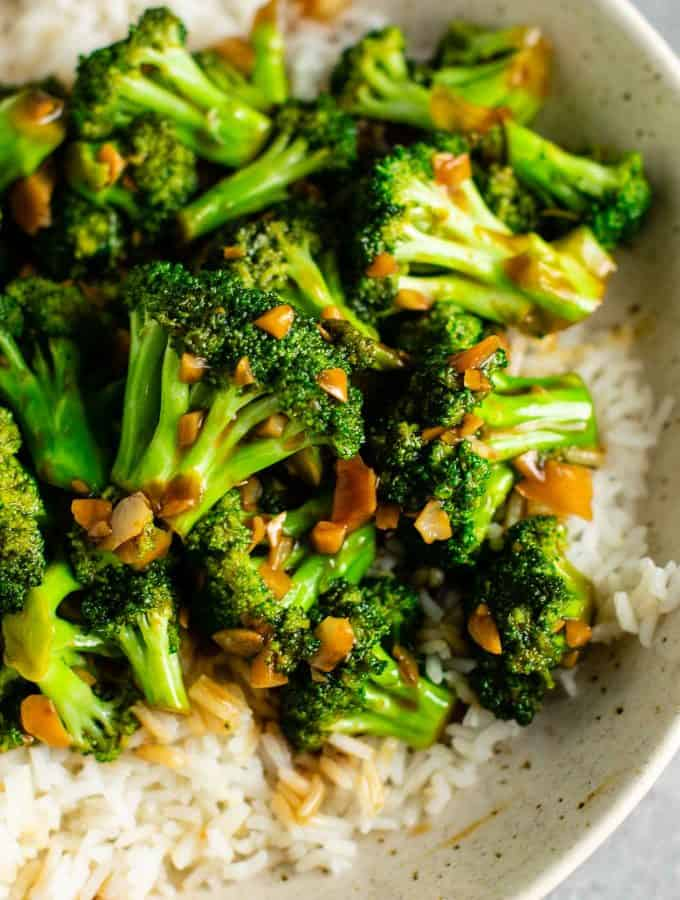 Stir fry broccoli recipe – this is so easy to make and the stir fry sauce is only 3 ingredients! Tastes just like takeout. #broccoliwithgarlicsauce #stirfry #stirfrysauce #broccolistirfry #vegan #vegetarian #sidedish #chinese