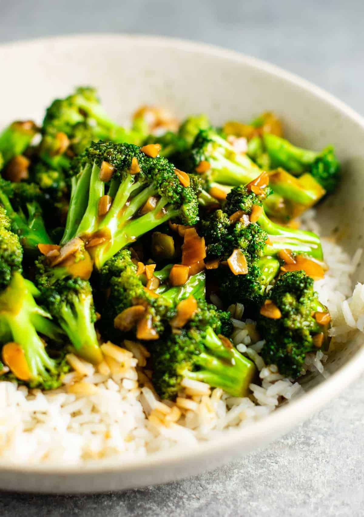 Chinese broccoli with garlic sauce recipe – this is so easy to make and the stir fry sauce is only 3 ingredients! Tastes just like takeout. #broccoliwithgarlicsauce #stirfry #stirfrysauce #broccolistirfry #vegan #vegetarian #sidedish #chinese