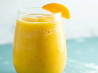 These peach moscato slushies are my favorite! #peach #moscato #slushies #drinks #healthy #summer