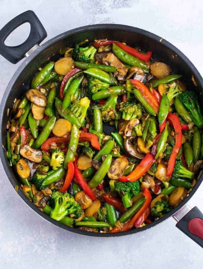 Stir fry veggies – with homemade stir fry sauce. This is amazing and has so much flavor! #stirfryvegetables #stirfry #stirfryrecipe #stirfrysauce #vegetarian #vegan #glutenfree #dinner #dinnerrecipe