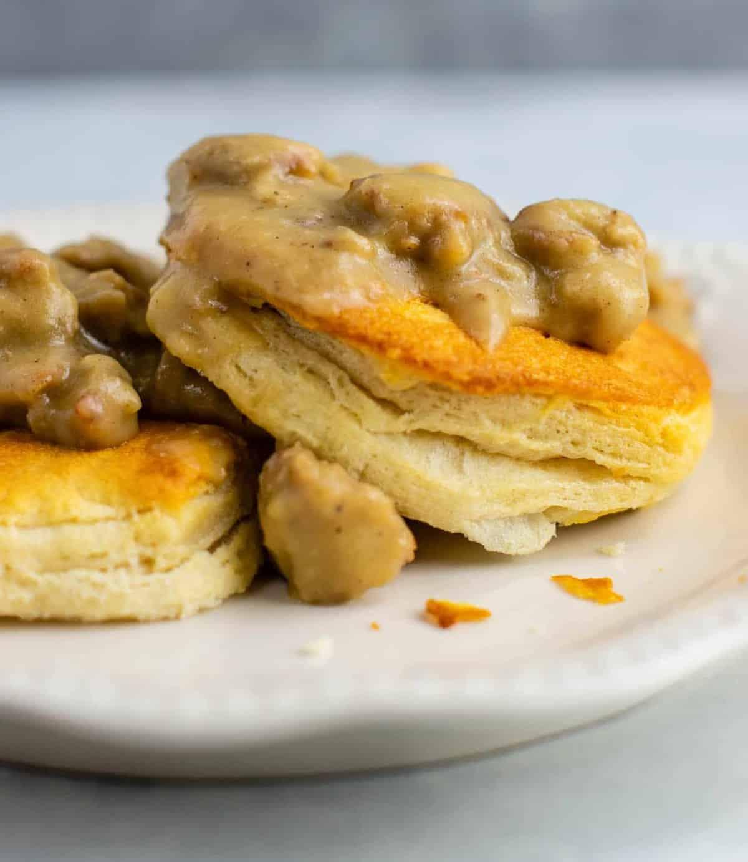 Vegetarian biscuits and gravy with vegan sausage. This is crazy good! #vegetarian #biscuitsandgravy #meatless #breakfast #gravy #vegetariangravy #comfortfood #breakfastrecipe