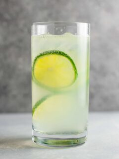 How to make gin rickey recipe – classic favorite + it's a healthy alcoholic drink! #ginrickey #healthydrink #healthyalcoholicdrink #gin #gindrink #drinks #healthylifestyle