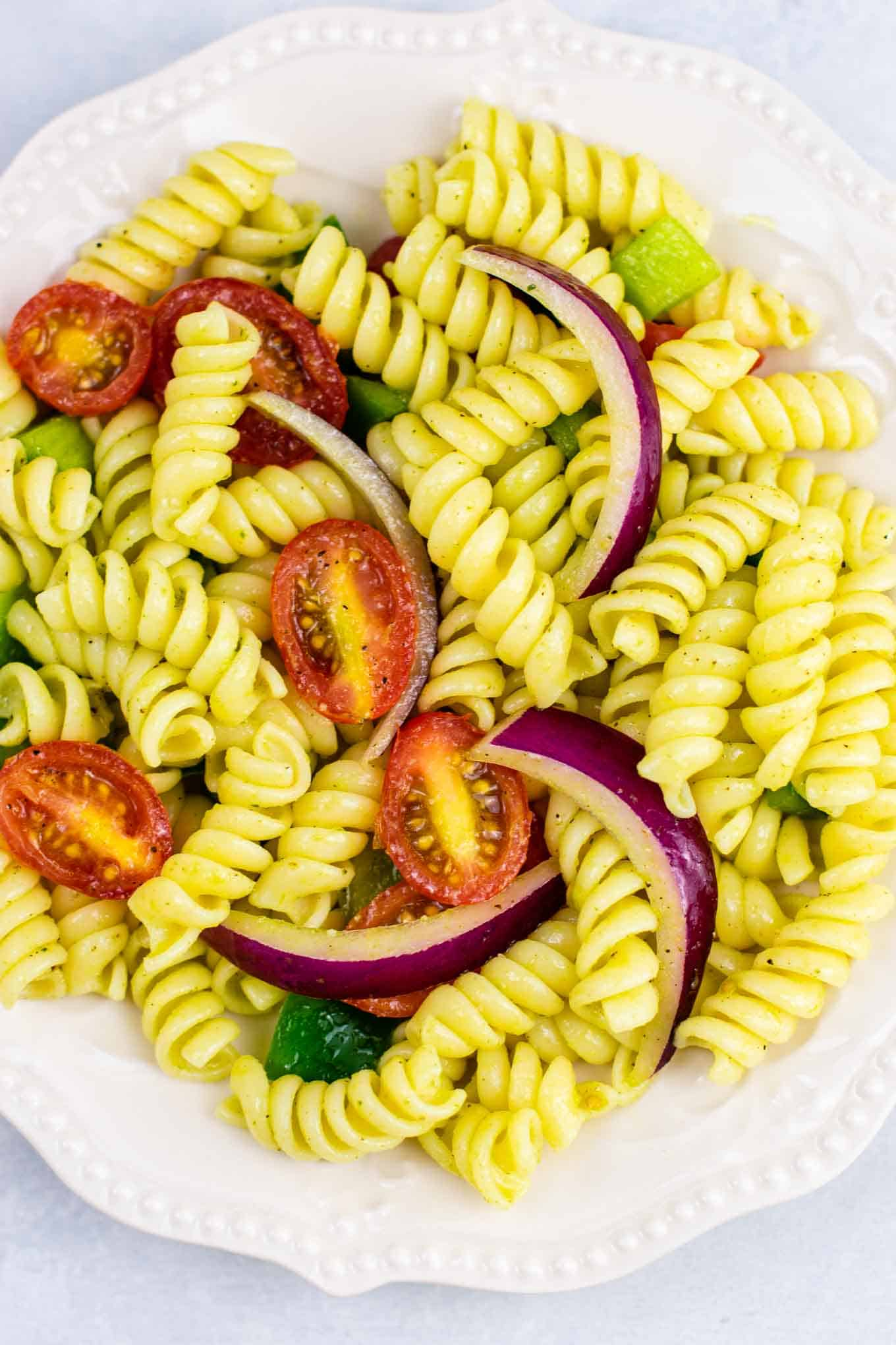 Vegan pasta salad recipes – this was AMAZING! So much flavor and really easy to make. #vegan #pastasalad #vegetarian #sidedish #summer #meatless #dairyfree #healthyrecipe #veganpastasalad