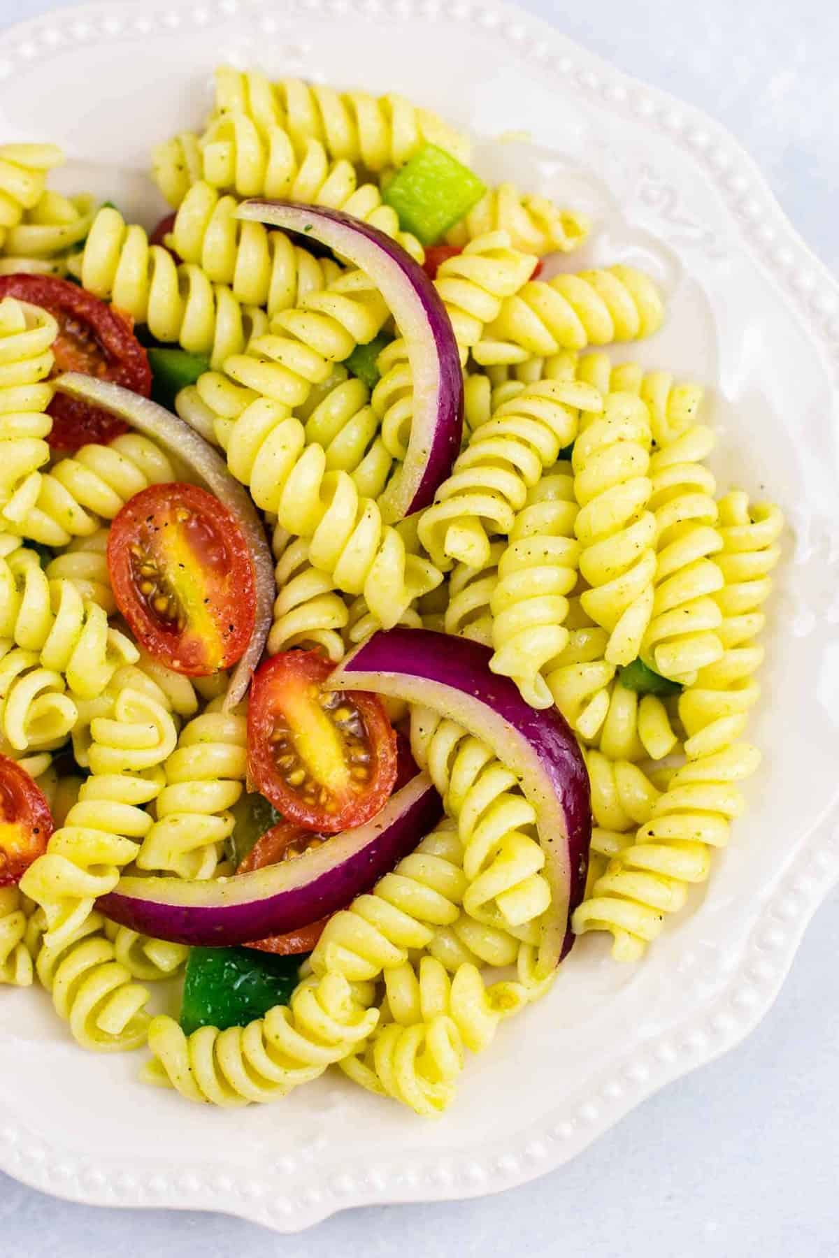 Vegan pasta salad recipe – this was AMAZING! So much flavor and really easy to make. #vegan #pastasalad #vegetarian #sidedish #summer #meatless #dairyfree #healthyrecipe #veganpastasalad