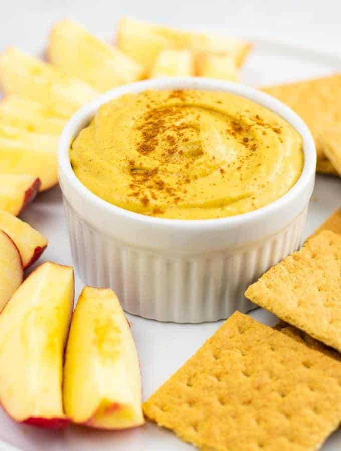 Pumpkin cream cheese dip recipe – perfect for fall! #pumpkindip #pumpkincreamcheesedip #diprecipe #fallrecipe #pumpkin #pumpkinrecipe