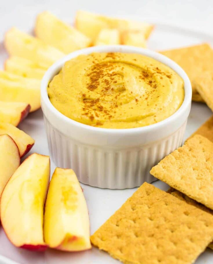 Pumpkin cream cheese dip recipe – perfect for fall! #pumpkindip #pumpkincreamcheesedip #diprecipe #fallrecipe #pumpkin #pumpkinrecipe
