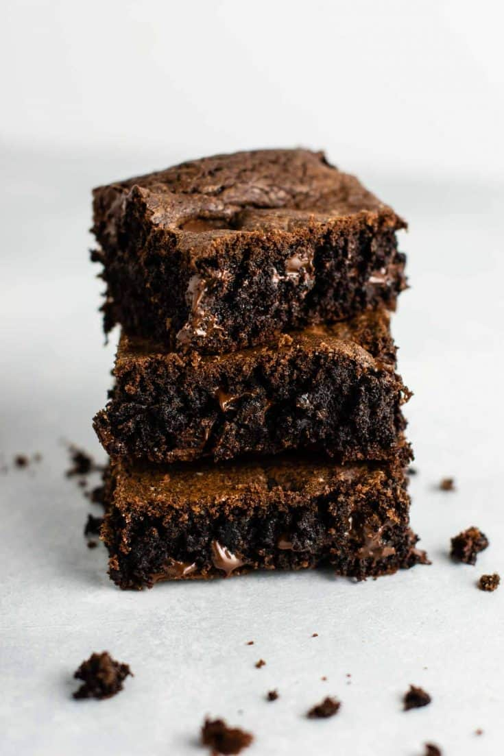 Brownie recipe with cake mix – don't have brownie mix on hand? These are so good and so easy to make! #cakemixbrownies #cakemixrecipes #brownies #dessert #easyrecipe #cakemixdessert