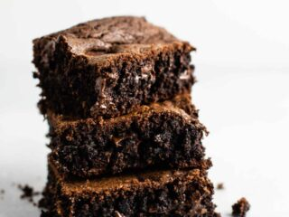 Duncan hines chocolate cake mix brownies – don't have brownie mix on hand? These are so good and so easy to make! #cakemixbrownies #cakemixrecipes #brownies #dessert #easyrecipe #cakemixdessert