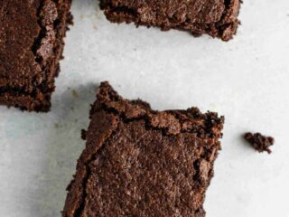 Easy gluten free brownie recipe made with oat flour and coconut flour. Dairy free, fudgy, and taste amazing! #glutenfreebrownies #glutenfree #glutenfreedessert #dessert #brownies #oatflour #coconutflour