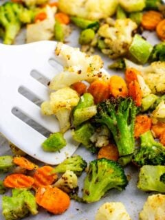 Roasting frozen vegetables – these are amazing and so easy to make! #frozenvegetables #roastedvegetables #sidedish #vegan #vegetables #vegetarian