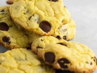 The easiest chocolate chip cookies – all you need is 4 ingredients. Everyone loved these! #cakemix #chocolatechipcookies #dessert #easydessert #cakemixcookies