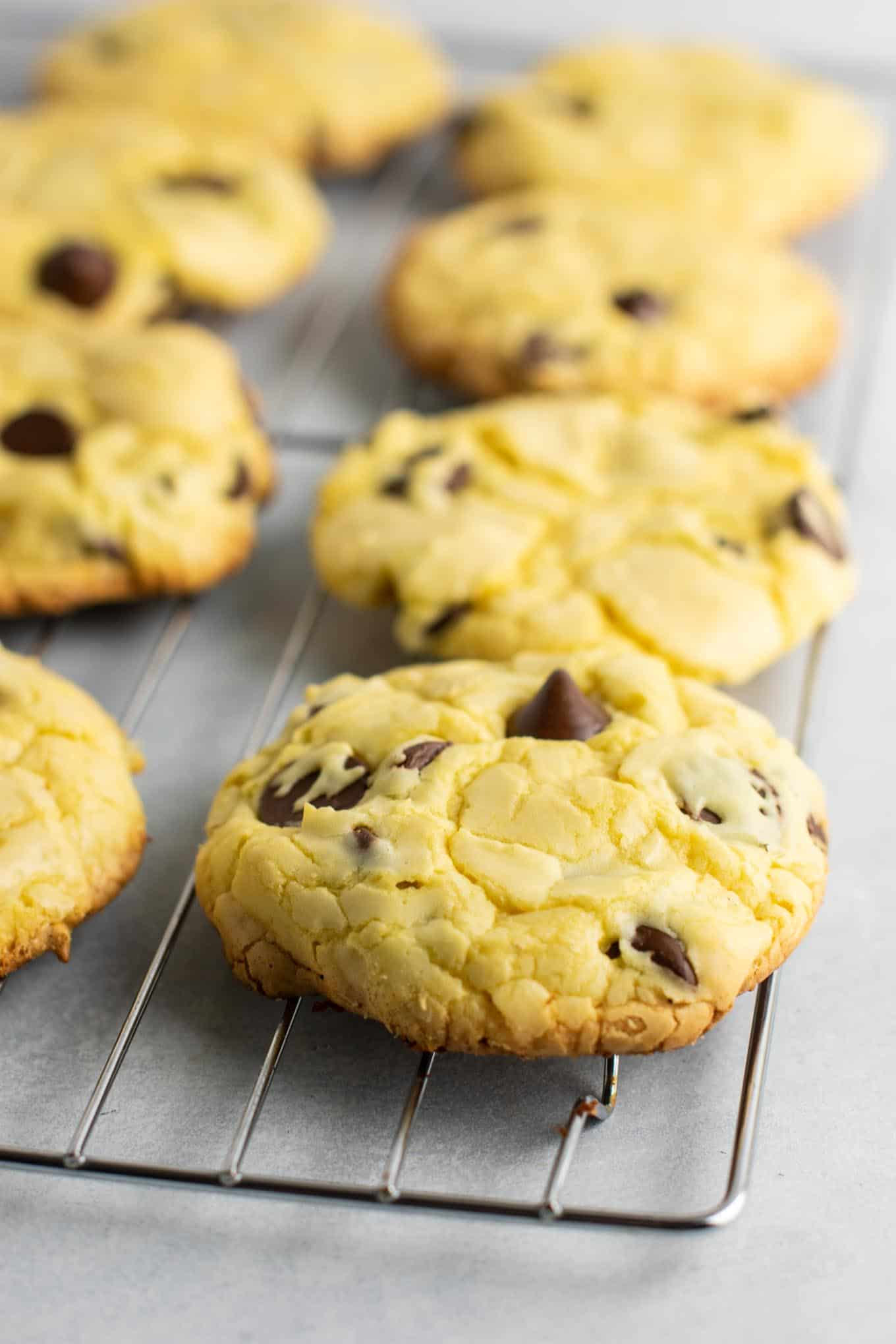 Cake mix chocolate chip cookies – all you need is 4 ingredients. Everyone loved these! #cakemix #chocolatechipcookies #dessert #easydessert #cakemixcookies